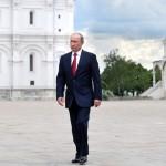 Bloomberg представил «гид пессимиста» до 2028 года. В нем Путин уходит с поста президента России