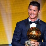 Криштиану Роналду в пятый раз стал лучшим футболистом мира, сравнявшись по количеству Золотых мячей с Месси