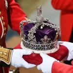 Елизавета II рассказала о своей короне: «Она очень неудобная и тяжелая»
