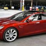 В автомобильных салонах Украины появилась Tesla 3