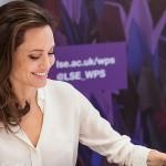 Анджелина Джоли начала читать лекции студентам