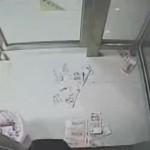 Сломавшийся банкомат «щедро» обсыпал прохожих деньгами
