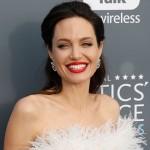 Анджелина Джоли закрутила роман c агентом, а Брэд Питт пока одинок