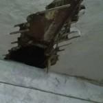 В Кронштадте через дыру в потолке на хозяев квартиры свалилась незнакомая девочка