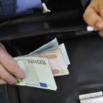 В России за год утроилась сумма взяток