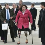 Потерявшая на войне обе ноги сенатор из США стала матерью в 50 лет