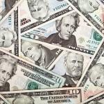 Рубль продолжает падать — евро за 80, курс доллара — 65