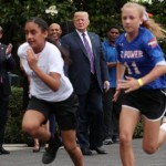 Мелания Трамп опровергла в «Твиттере» слухи о размолвке с супругом