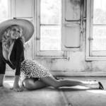 Престарелая Памела Андерсон снялась в стильной черно-белой фотосессии