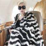 Леди Гага появилась в шубе из страуса, чем опечалила поклонников