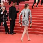 Впервые в истории Кристен Стюарт прошлась по ковровой дорожке в Каннах босиком (видео)