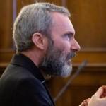 Католического священника посадили в тюрьму за детскую порнографи