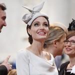 Анджелина Джоли пришла в церковь в странном наряде