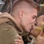 Поклонник напал на Ольгу Бузову с поцелуями, не смотря на ее сопротивление