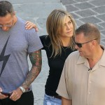 Энистон путешествует по Италии с неизвестным мужчиной — папарацци