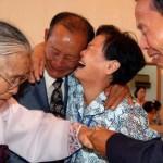 Эмоции первой за 60 лет встречи разделенных родственников из Республики Корея и КНДР (фото)