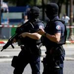 В пригороде Парижа неизвестный совершил нападение с ножом, один погиб и двое раненных