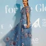 Помолодевшая Ольга Куриленко покрасовалась в стильном платье с вышивкой