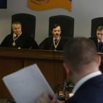 Адвокат Януковича в суде зачитывает речь уже больше 17 часов, и обещает не останавливаться