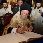 Вселенский патриарх не признает юрисдикцию московского патриархата в Украине.