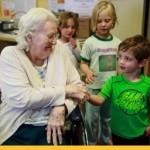 В Канаде придумали отличную идею — объединить «Дома престарелых» с «Детскими приютами»