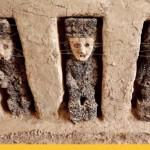 В Перу археологи нашли очень странных 800-летних идолов в масках.