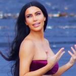 Ким Кардашьян в бархатном бикини устроила фотосессию возле вулкана