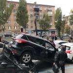 В Киеве автокран »снес» 19 авто (видео)