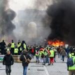 Более 100 тысяч человек устроили погромы во Франции из-за роста цен на топливо