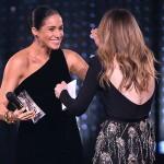 Беременная Меган Маркл удивила гостей Fashion Awards траурным платьем