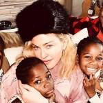 Мадонна показала редкое фото с детьми на Рождество