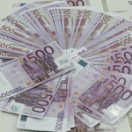 Две женщины спустили в унитаз десятки тысяч евро