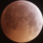 Во время недавнего затмения на Луну упал метеорит