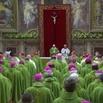 Педофилия в церкви: папа римский призвал к гласности