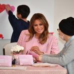 Мелания Трамп посетила детский госпиталь в обворожительном пальто