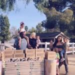 Ким Кардашьян с семьей устроила благотворительную ярмарку