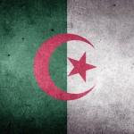Президент Алжира отказался от нового срока, а правительство ушло в отставку