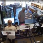 Сыгравший гитариста в «Школе рока» актер оказался похитителем гитар