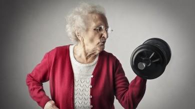 rp_fitness_old_woman_dumbbells.jpg