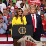 Мелания Трамп поддержала своего мужа Дональда во время его выступления в Орландо