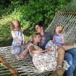 Ники Хилтон опубликовала редкую фотографию с мужем миллиардером Ротшильдом и дочерьми