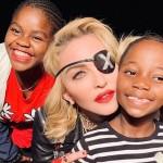 Мадонну обвинили в расизме из-за снимков ее детей с арбузом