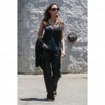 Анджелина Джоли впервые продемонстрировала свою огромную искусственную грудь (фото + видео)