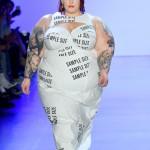 Тесс Холлидей стала звездой бодипозитивного показа на Неделе моды в Нью-Йорке