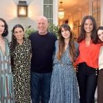 Брюс Уиллис с дочерьми поддержал Деми Мур на вечеринке по случаю выхода ее мемуаров