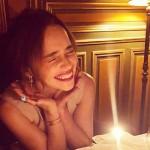 Я очень богата — Эмилия Кларк отпраздновала 33-летие в Париже
