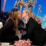 Дженнифер Энистон рассказала, почему целуется с девушками
