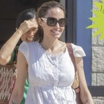 Анджелина Джоли с детьми покинула США