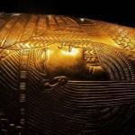В Каире выставили золотой саркофаг, которому 2100 лет.