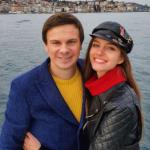 Телеведущий Комаров подарил жене поездку в Стамбул на День влюбленных